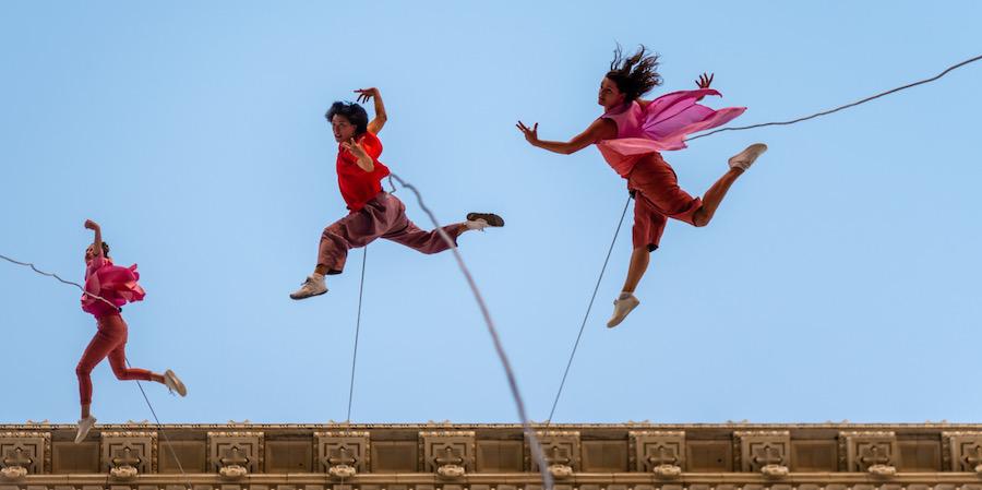 BANDALOOP dancers